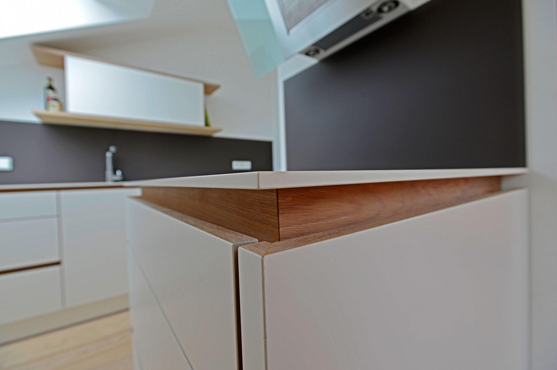 k che in dachschr ge. Black Bedroom Furniture Sets. Home Design Ideas